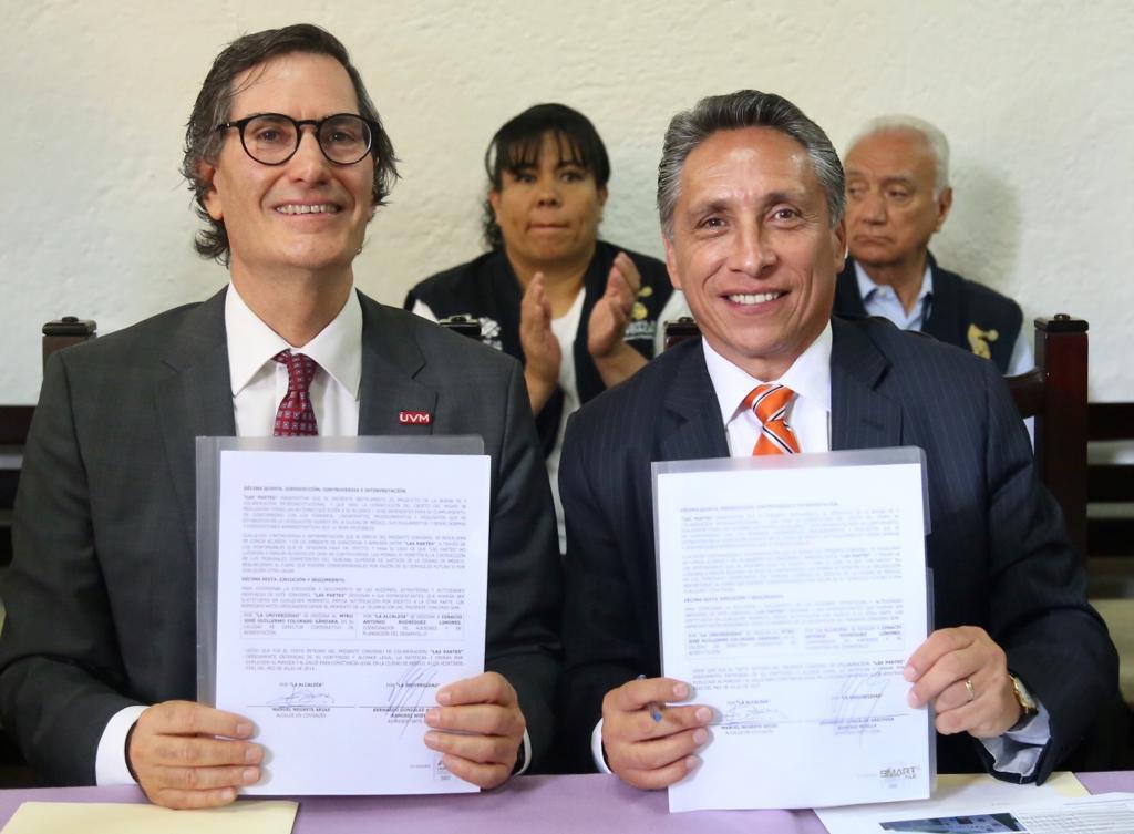 Para fortalecer el servicio social e impulsar la práctica profesional de alumnos de la @UVMMEXICO, el alcalde  @manuelnegretea, firmó un convenio de colaboración con el rector, Dr. Bernardo González-Aréchiga, para beneficio de los coyoacanenses.