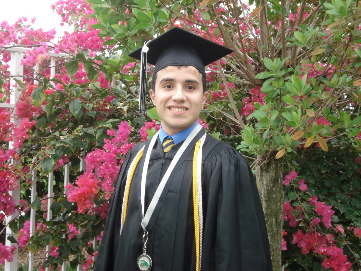 Today is the 7th Anniversary of the Implementation of #DACA — here is HOW I got to August 15, 2015, to see my life COMPLETELY transformed overnight.   The story begins in 2007, I was a high school senior ready to graduate and ready to go @UCF!   Here's an awk photo of me.<br>http://pic.twitter.com/6LZciOg6Vx