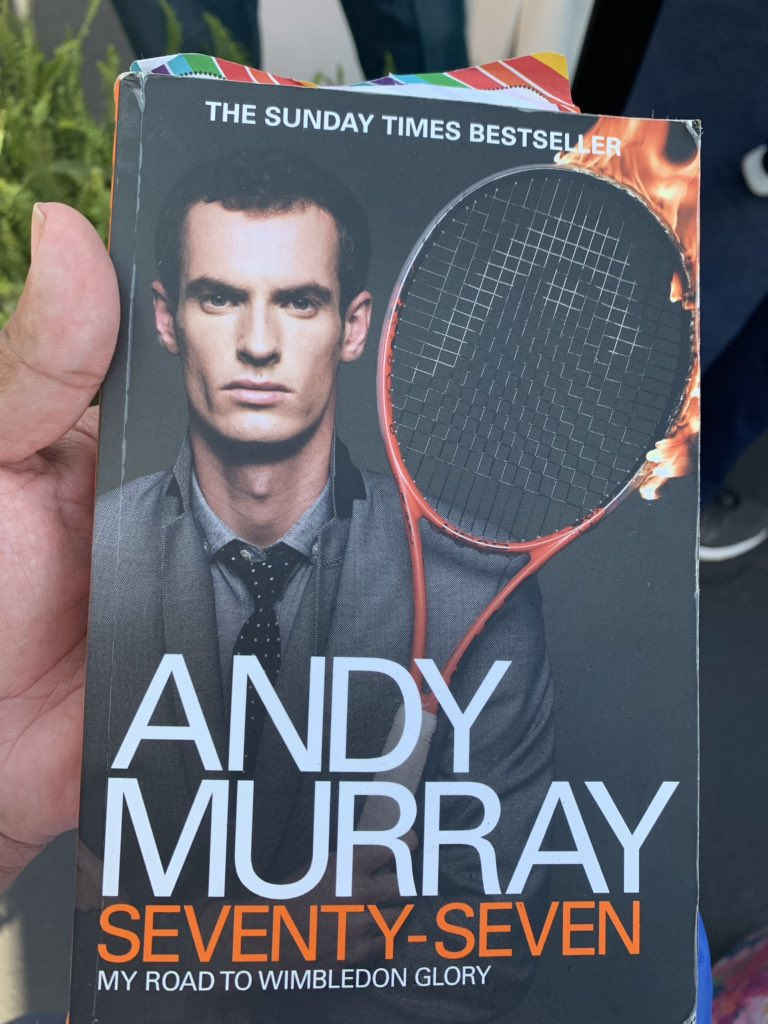 @KizzyRN is a SAINT! She told me @andy_murray was doing autographs and I've never run faster in my life! He signed his book for me! #AndyMurray #CincyTennis<br>http://pic.twitter.com/eDHD3oRcsQ