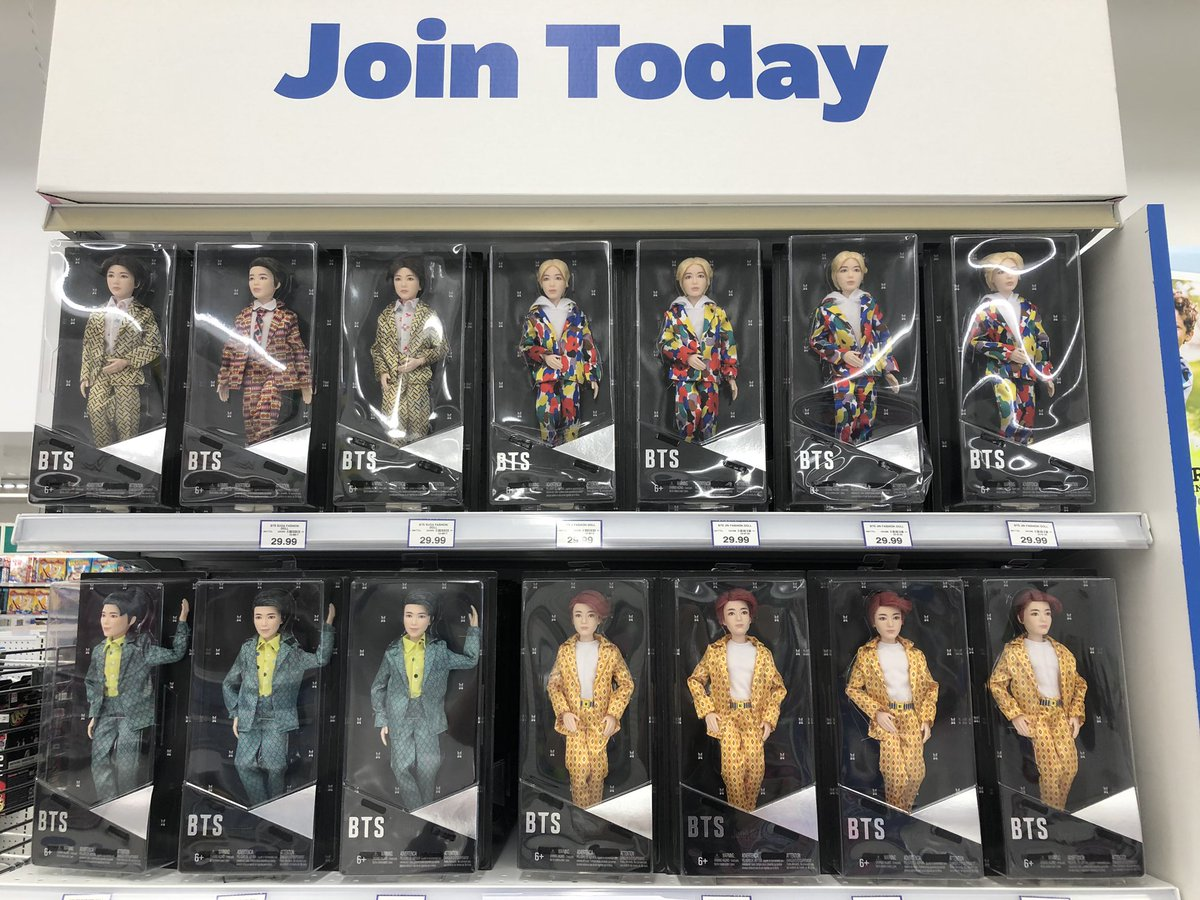 #BTSARMY here is what Toys R Us has in stock right now at Vaughan Mills Mall. #MTVHottest @BTS_twt  Really good prices. ( got 9 uno packs for my army family) https://t.co/5S4xWqrmSF