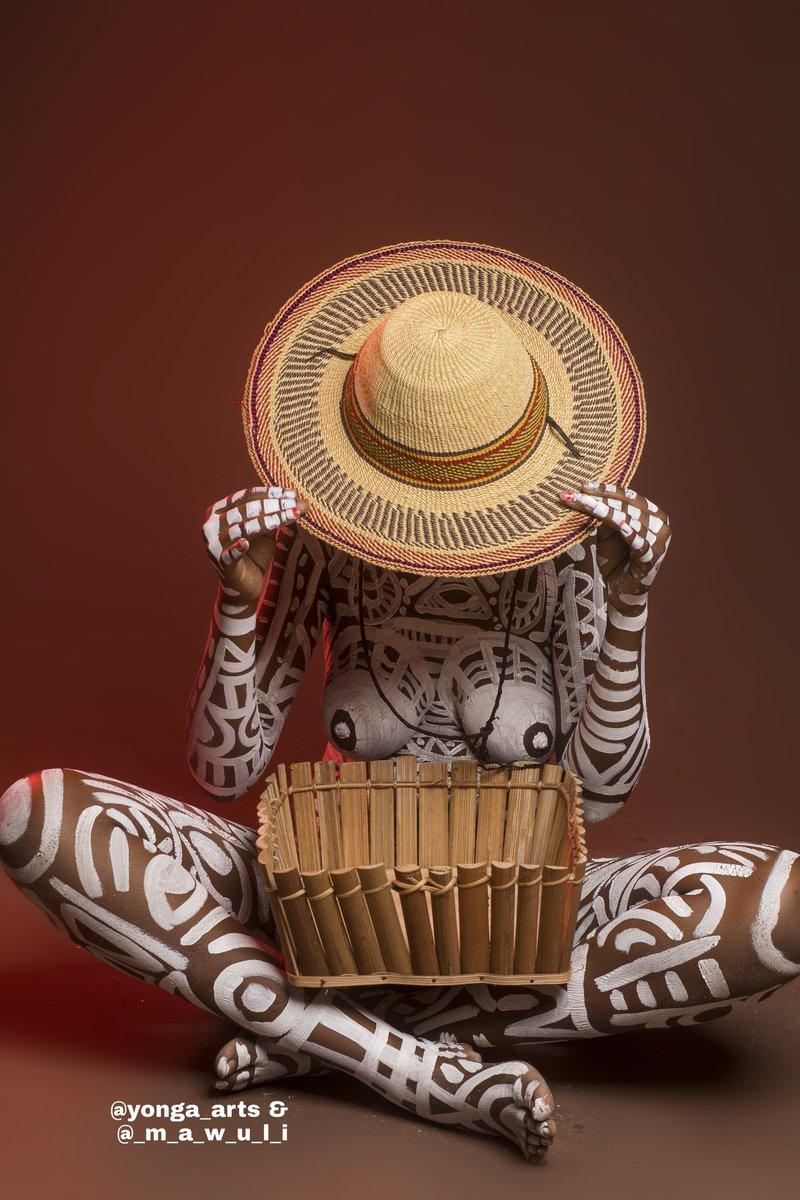 I need a caption  #bodyart #bodypaint @MuseumModernArt @artnet @artsy @nytimesarts<br>http://pic.twitter.com/io0oLY8KWk