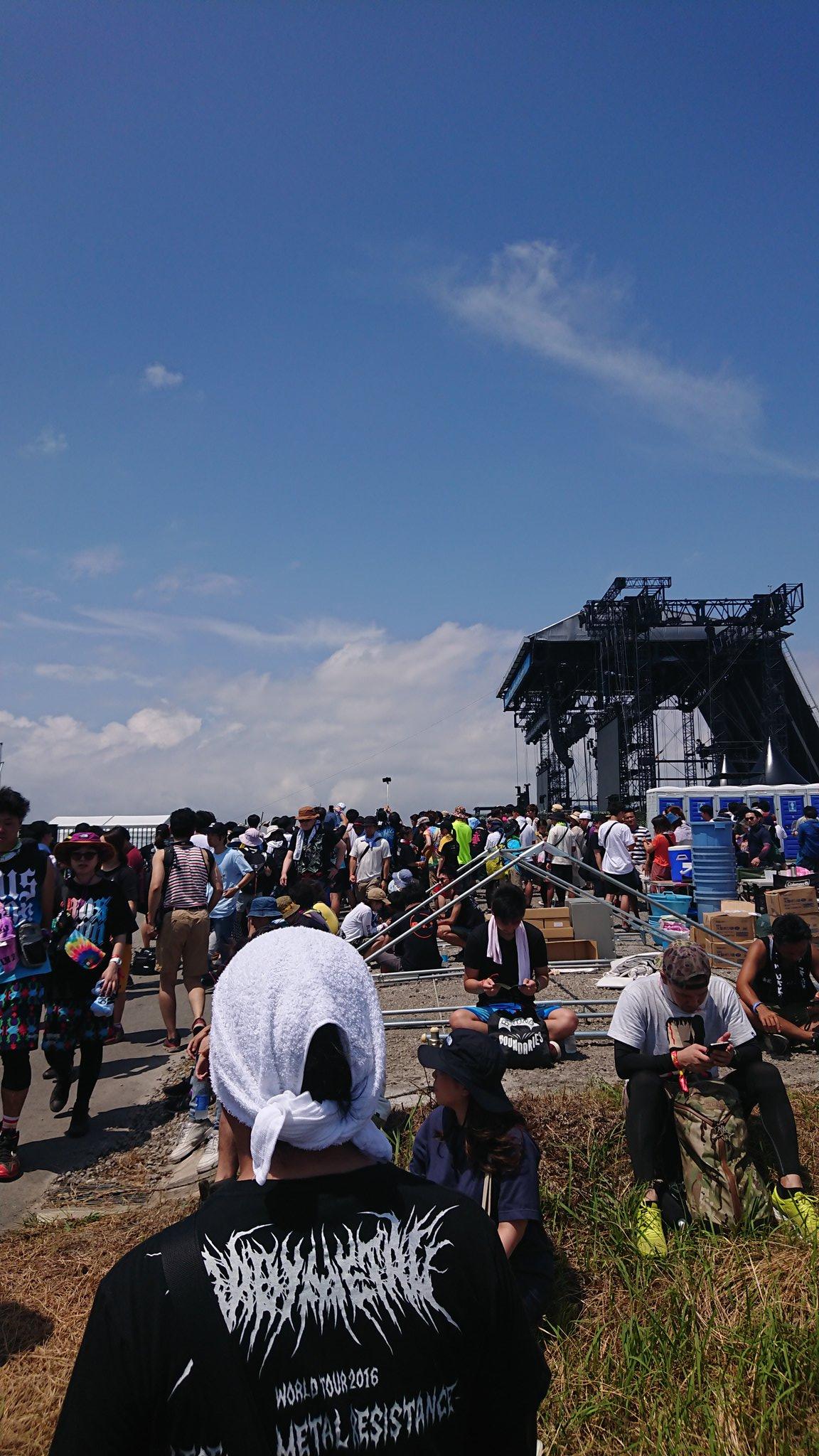 サマソニ大阪の会場で来場者が待機している現場ん画像