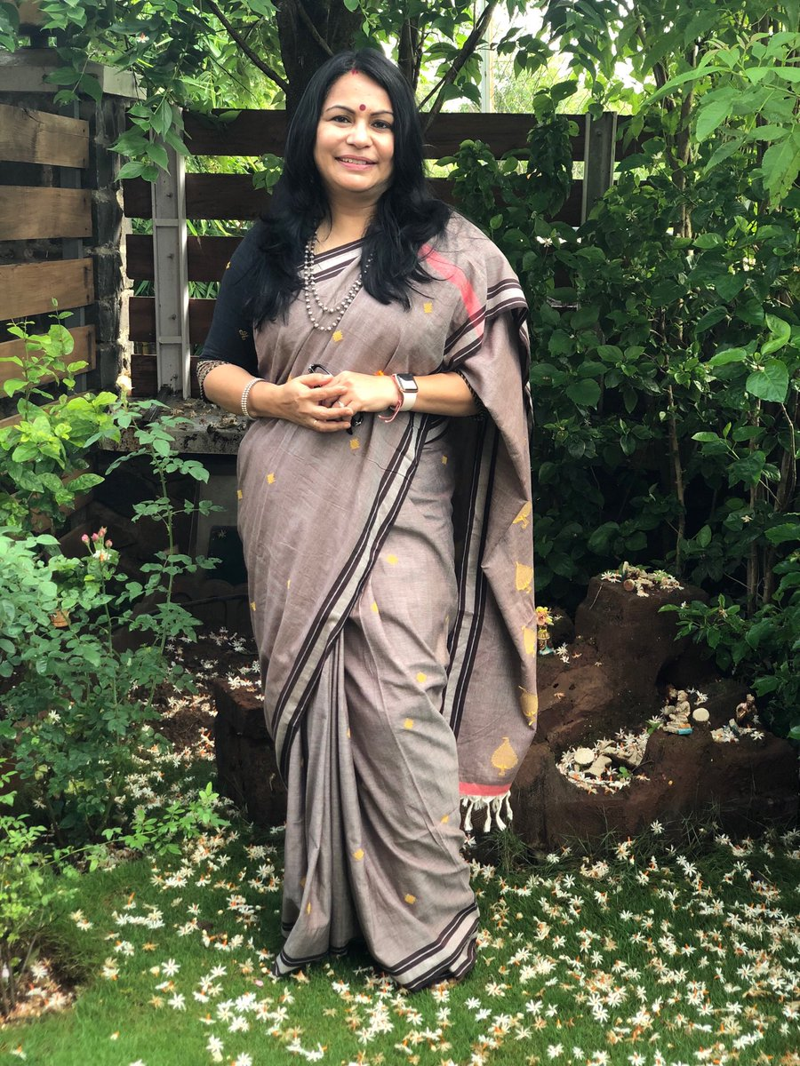Parijata, Harsinghar, Shiuli Phool, Shefali... the flower has many names, I have always loved Prajakta, even when I didn't know the meaning of my name. The saree is a cotton Bawanbooti, from Nepura, Bihar, bought straight at source. Has #sareeswag<br>http://pic.twitter.com/675RMxb3Dw