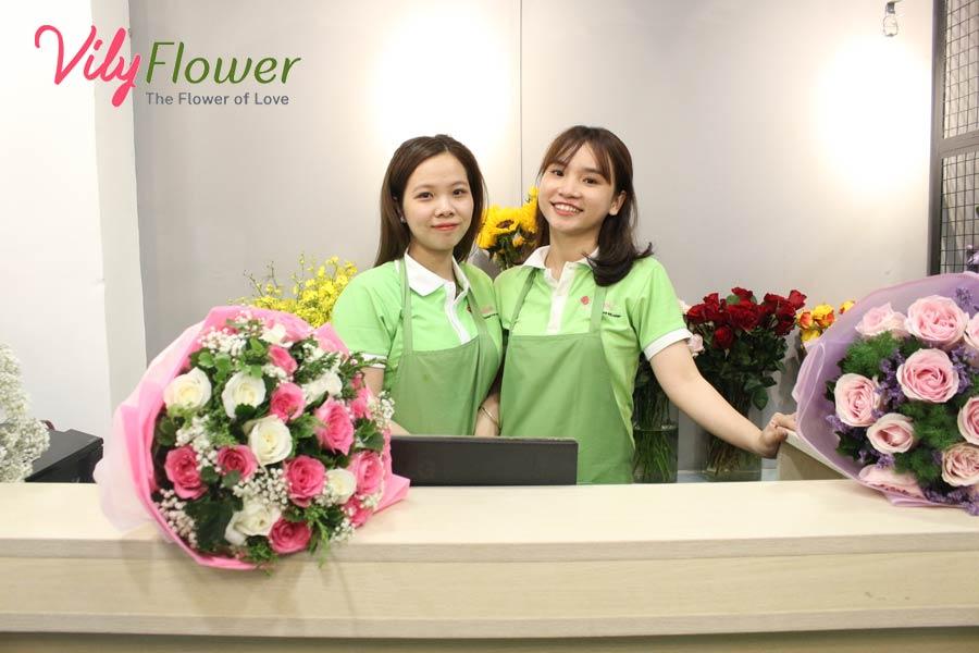 Hoa Vily là địa chỉ cung cấp hoa cắm hộp gỗ đẹp và uy tín nhất hiện nay