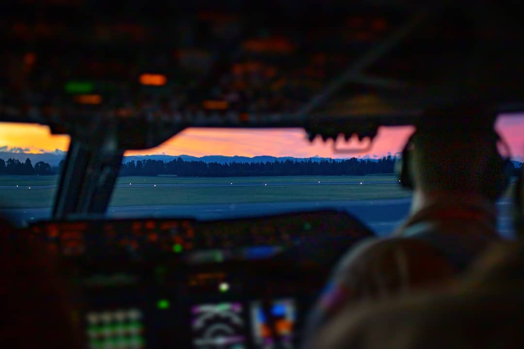 😍✈Sunset from the flight deck. 📸: @the_corrupted_caterer