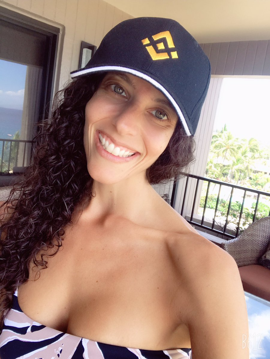 Thank you @binance for the awesome hat! I've been wearing it everyday to the beach and pool in #Maui  <br>http://pic.twitter.com/za5pKp6ngA