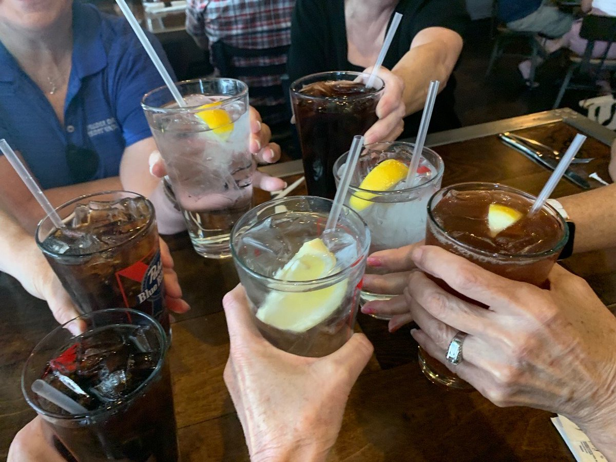 The Lefties at #BDCU celebrated a day late at @TheDillingerBC for #NationalLefthandersDay. Cheers to Bill Ferrence.
