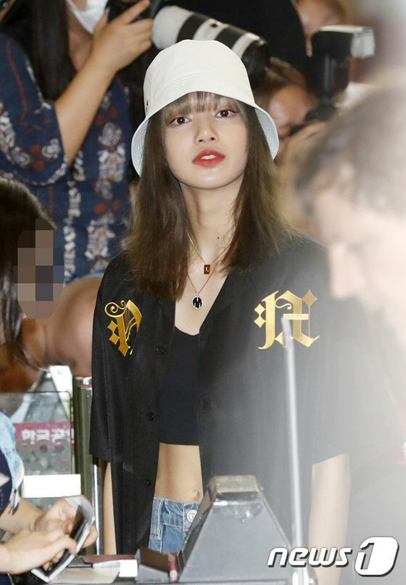 BLACKPINK Lisa、日本へ出国中。。BLACKPINKのまとめLIVE⇒ 速報ランキング⇒