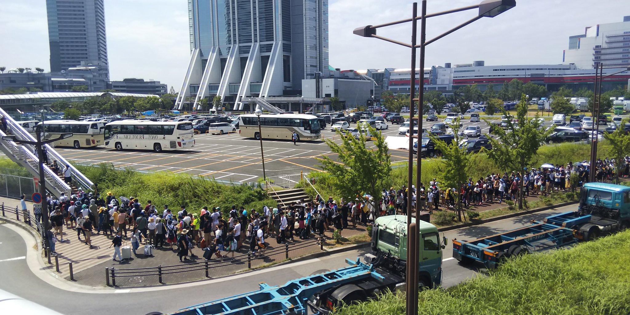 サマソニ大阪のシャトルバスに長蛇の列ができている現場画像