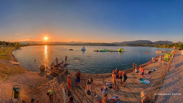 Are you looking for a #weekend getaway this summer? 😎👉#Velenje has an attractive #beach by the lake and it among the best place to swim in #Slovenia.⛏️ It was crated as a result of coal mining📸 premogar via @instagram #ifeelslovenia #myway #summer @TourismVelenje