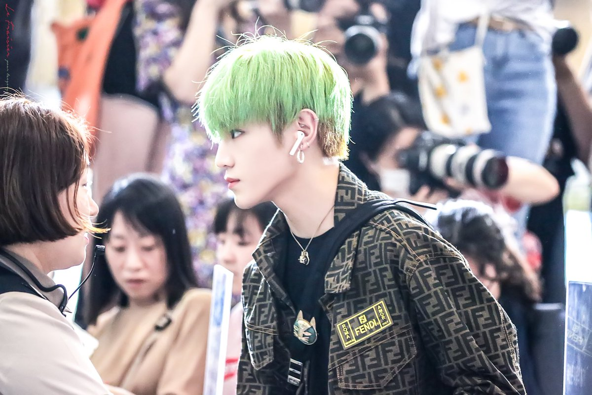 190816 GMP 출발   His  is Rockstar & He is a manager  #TAEYONG #태용  #NCT #NCT127 <br>http://pic.twitter.com/gWDd4nZKZR