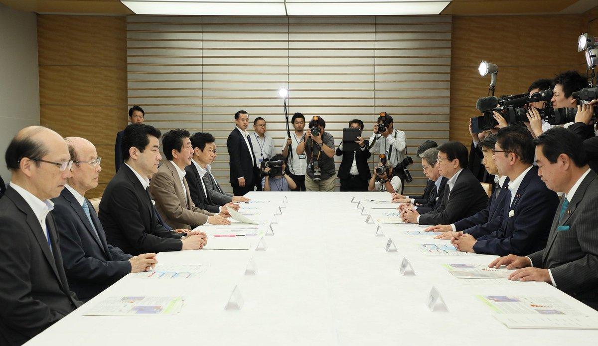 《総理の動き》本日(8月16日)安倍総理は官邸で台風第10号に関する関係閣僚会議を開催しました。 kantei.go.jp/jp/98_abe/acti…