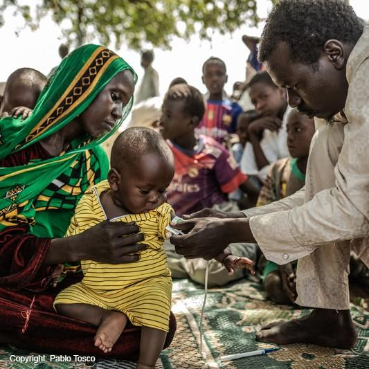 Meet Kadidja and her son Mahamat, who is having his arm measured to check whether he is malnourished. In #Chad, Oxfam runs clubs for parents to bring their children for treatment for malnutrition, the clubs help families face a brighter, healthier #future free from poverty. 
