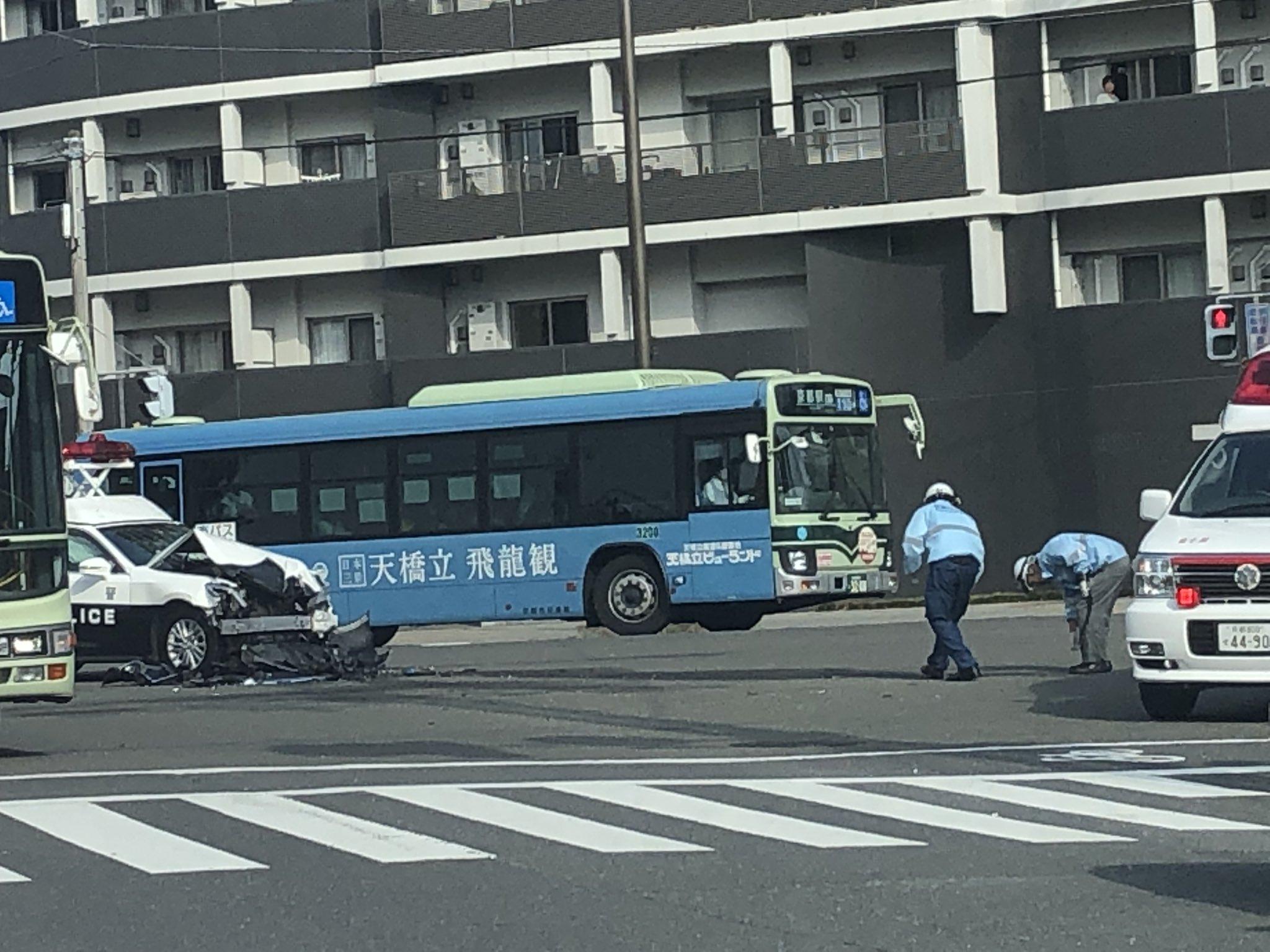 京都市下京区材木町でパトカーとレクサスが衝突した事故現場の画像
