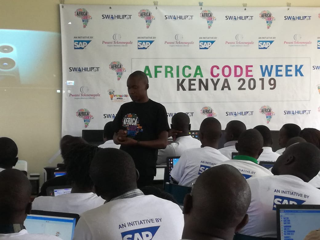 Hundreds of passionate teachers at Moi Girls Vokoli in Vihiga county today join the #ACW19 movement in instilling digital literacy among youths in Africa <br>http://pic.twitter.com/j1QjsKbimH