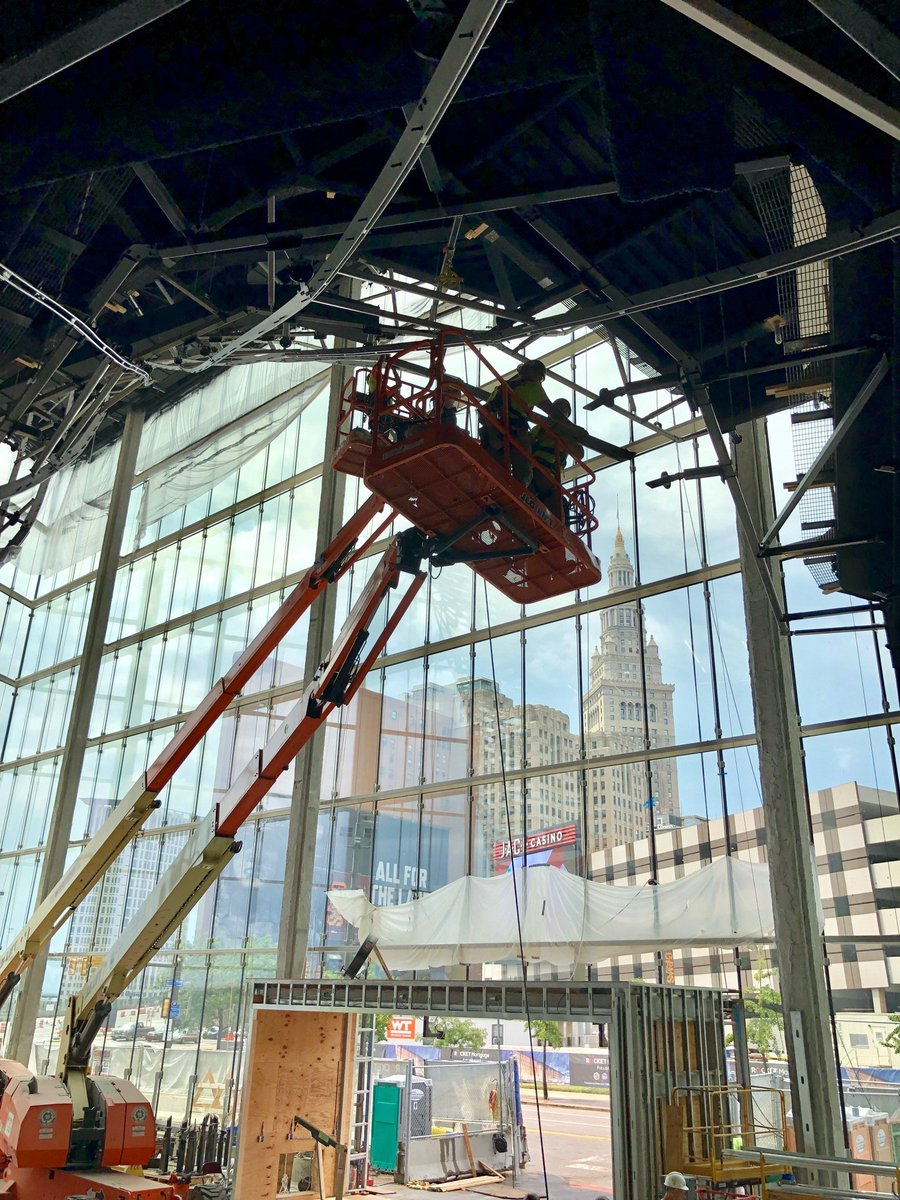 TGIF, Cleveland! Let's celebrate the weekend with another edition of #FunFactFridays 🥳 Did you know that each standard piece of glass that encloses the north atrium weighs about 990 pounds? Check out the stunning view of our city!