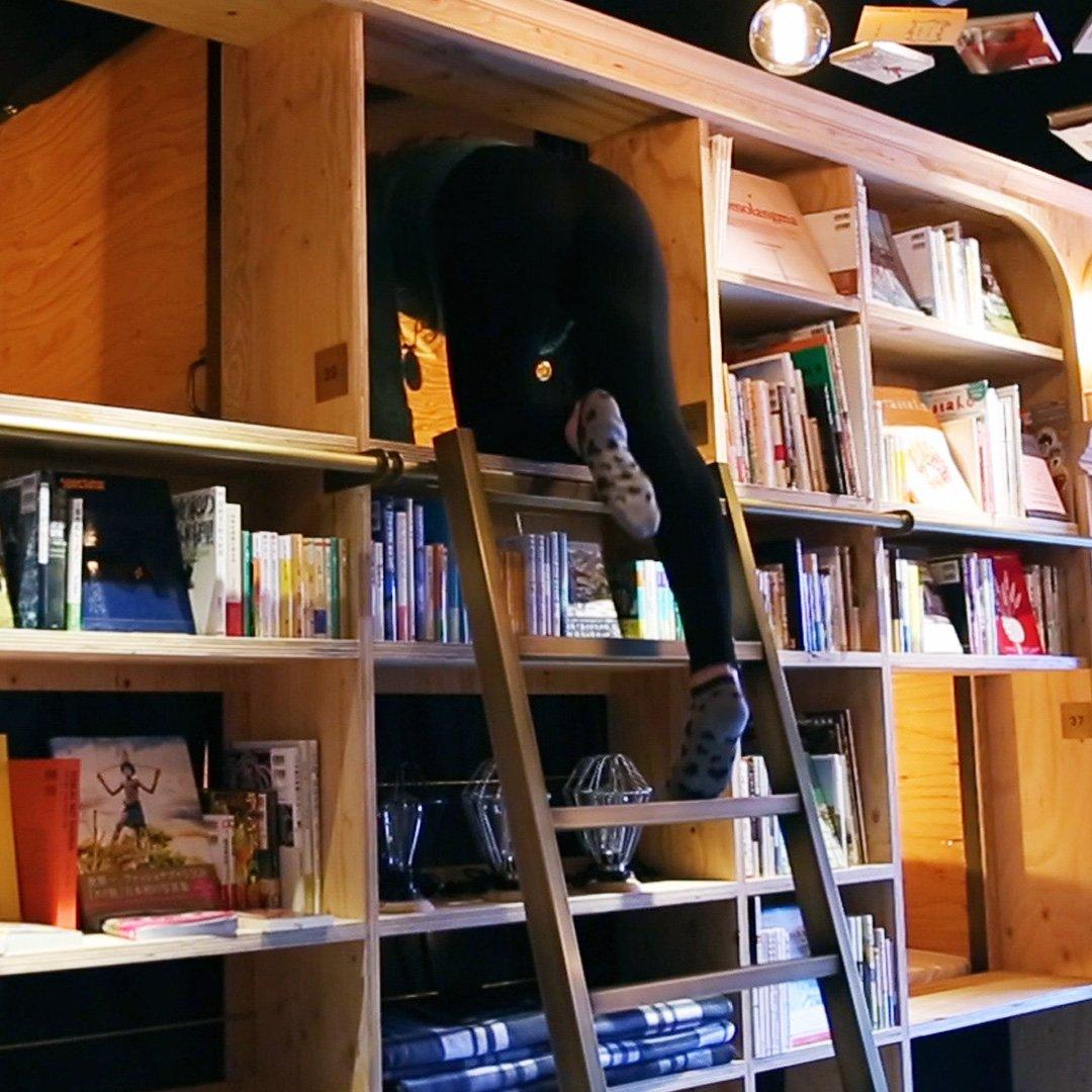 Este hostel em Tóquio é o sonho de qualquer amante de livros!
