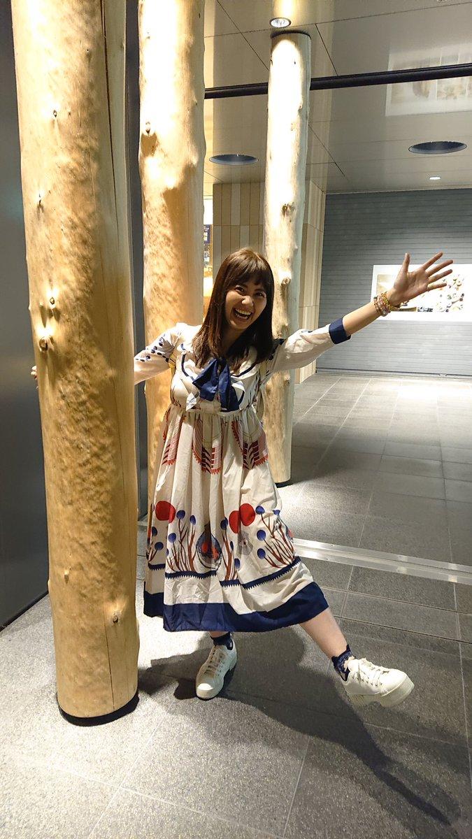 札幌駅前地下歩行空間にて。人通りが多いのにこのポーズ(笑)久し振りに栗林さみさんとお会いしました。明日のイベント楽しみにしています!札幌楽しんでいってくださいね(^-^)