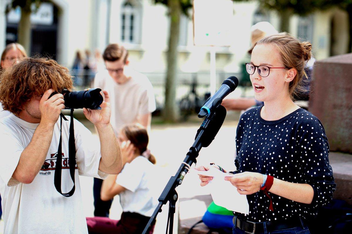 Ich werde weiterstreiken, und ich werde Sanktionen und Bußgelder in Kauf nehmen, denn wir müssen uns bewusst werden, dass es hier um alles geht! ✊🏻🔥 - Natalie heute bei der Demo von @FFFWiesbaden und Frankfurt. ✌🏻💚 #INSMbedrohtParis #FridaysForFuture
