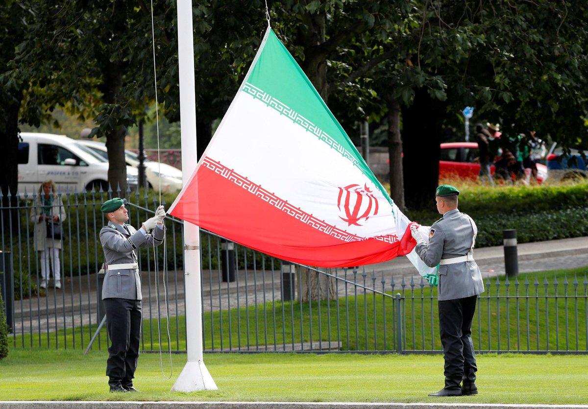 Schloss Bellevue hisst die iranische Flagge zu Ehren des neuen Botschafters. Man kann das Protokoll nennen. Ich nenne es einen Kniefall vor einem antisemitischen Terrorregime, das Israel auslöschen will, Frauen unterdrückt und Homosexuelle aufhängt. Foto: Fabrizio Bensch, Reuters