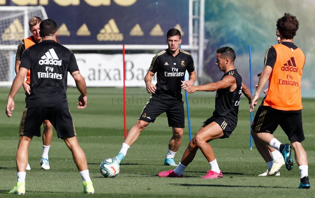 Training | Zidane had Castilla's Altube and Kubo involved in the session, while Asensio and Rodrygo continue their recovery processes. <br>http://pic.twitter.com/yroyNGzoEI