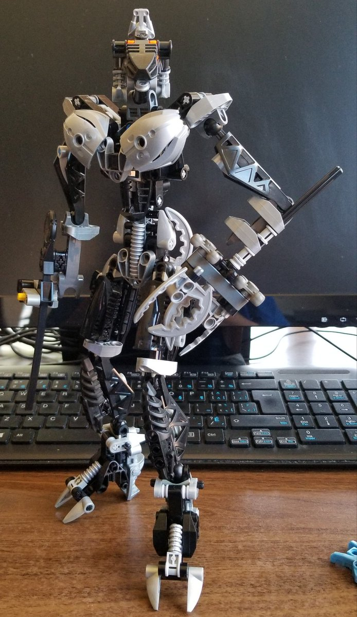 Today's #Deskbot is tall, dark, & ruthlessly manipulative.#Lego #Bionicle