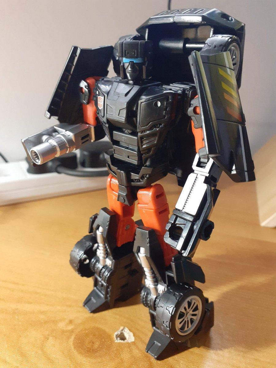 Defense strategist Trailbreaker joins the Ark crew today. #transformers #deskbot
