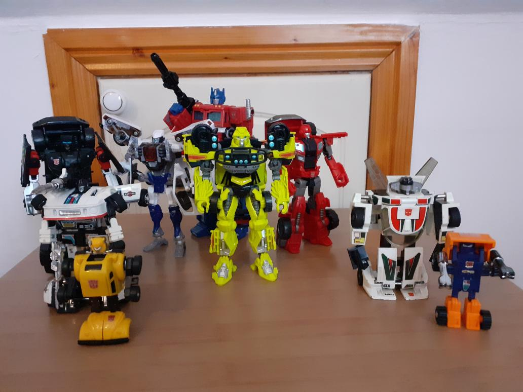 The crew grows. #transformers #deskbot