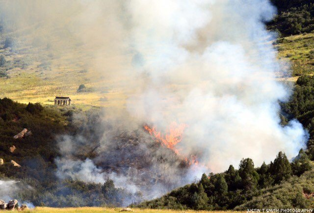 RT @JeffcoOpenSpace: Deer Creek Canyon Park, South Valley Park, and Hildebrand Ranch Park will remain closed indefinitely due to the #DeerCreekCanyonParkFire and fire operations.  Please follow @jeffcosheriffco for the most current updates. https://t.co/L2Oq6U94au #Jeffco