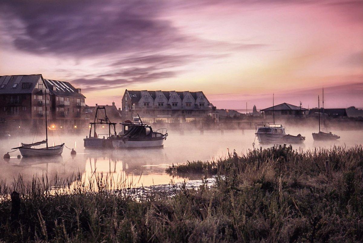 @VisitColchester Sunrise Wivenhoe Quay <br>http://pic.twitter.com/2kV34jygnE
