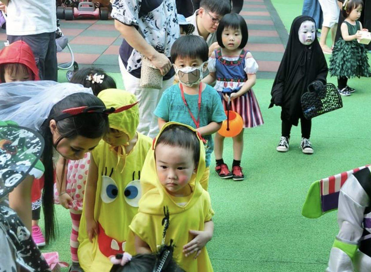 幼稚園のハロウィンで異彩を放ちすぎて他の園児達から怖がられまくったカオナシちゃんが可愛すぎるから皆見て