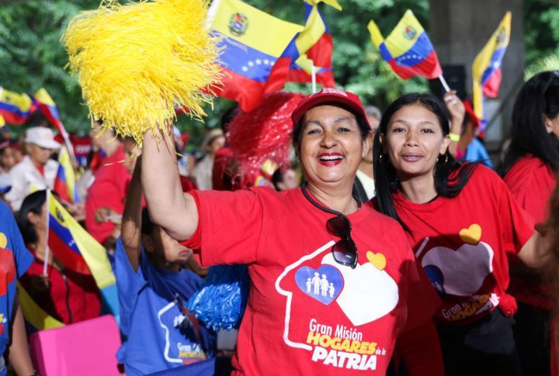 Ante los ataques de la guerra económica y el bloqueo brutal del imperio de los EE.UU. contra Venezuela, la Revolución Bolivariana garantiza a nuestro pueblo la mayor suma de felicidad y seguridad social, a través de las Misiones y Grandes Misiones Socialistas. ¡Juntos Venceremos!