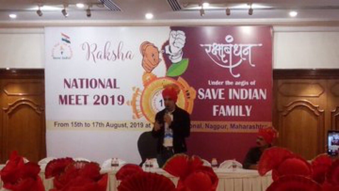 Demands for #PurushAayog echoes in #MensRightMeet2019 #MensRightsMeet2019  Mr.Karan Oberoi Actor & Mr.Vipul Deshpande chief guests addressing Men's Rights Activists. @IAmKaranOberoi  talks about real equality & neutrality. He demands #MensCommission to protect #MenToo