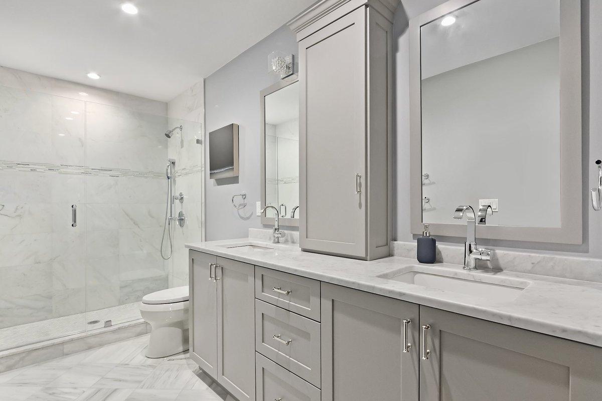 BOSTON TOWNHOME // Crisp lines and a sexy glass shower... Faucet: @hansgroheusa Art: @fourhandsfurniture Floors, Countertops and Shower Stone: Carrera Shower Doors, Mirrors, Cabinets: All Local Artisans  http:// bit.ly/2KpcNJL     #Boston #InteriorDesign <br>http://pic.twitter.com/KoFn3xjAPI