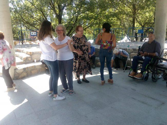test Twitter Media - 👍Los residentes de @DomusVi_Es Salita visitaron la fábrica de chocolate de Andorra e hicieron un picnic al aire libre.  ¡Mira las fotos de la excursión y lo bien que lo pasaron las #PersonasMayores! https://t.co/XGyQZljgB3 https://t.co/P4HzlJ4oRA