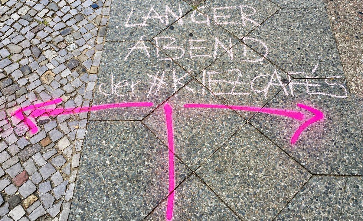 #langerabend der #kiezcafes in #Tempelhof. In einer Stunde gehts los im #Pausini #klangwerk #müllerskind #kurve   Folgt den Zeichen der Straße!  https://basiswissenschafft.de/16-august-langer-abend-der-kiezcafes/…pic.twitter.com/5yIyF2txZf