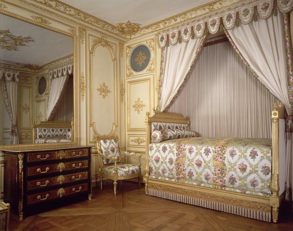 ✦ Ce week-end au château ✦ Plongez dans l'intimité des grandes femmes de l'histoire de France et visitez l'appartement de Madame de Maintenon, épouse secrète de Louis XIV, ou le boudoir Turc de Marie-Antoinette puis de Joséphine. 👉 chateaudefontainebleau.fr