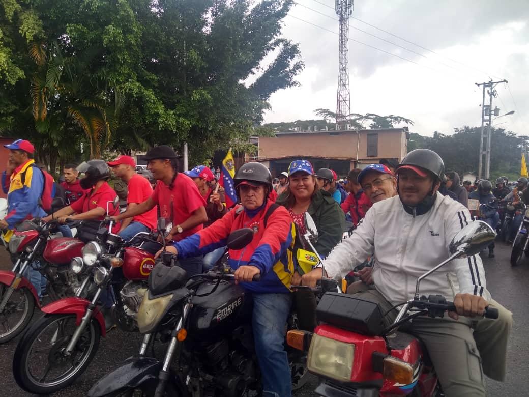 #Táchira | Brigadas motorizadas recorren el mcpio #SanCristobal expresando su apoyo a la Revolución Bolivariana, a Venezuela contra el bloqueo criminal de Donald Trump. #NoMasTrump #NoMoreTrump #BuenViernes