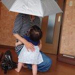 話題のかぶる傘を買って快適に過ごせるのは良いが1つ大きな問題が…