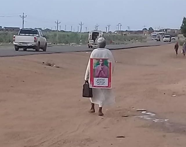 This mourning father -who lost his son [martyr Osman Gasm Es-Seed (RIP) killed on 3/6 massacre] decided to walk 135km from his village Arabaji to #Khartoum to witness the signing of the constitutional declaration tomorrow 17/8 #SudanUprising  #SudanMassacre  #KeepEyesOnSudan<br>http://pic.twitter.com/SoDOBmrZSd
