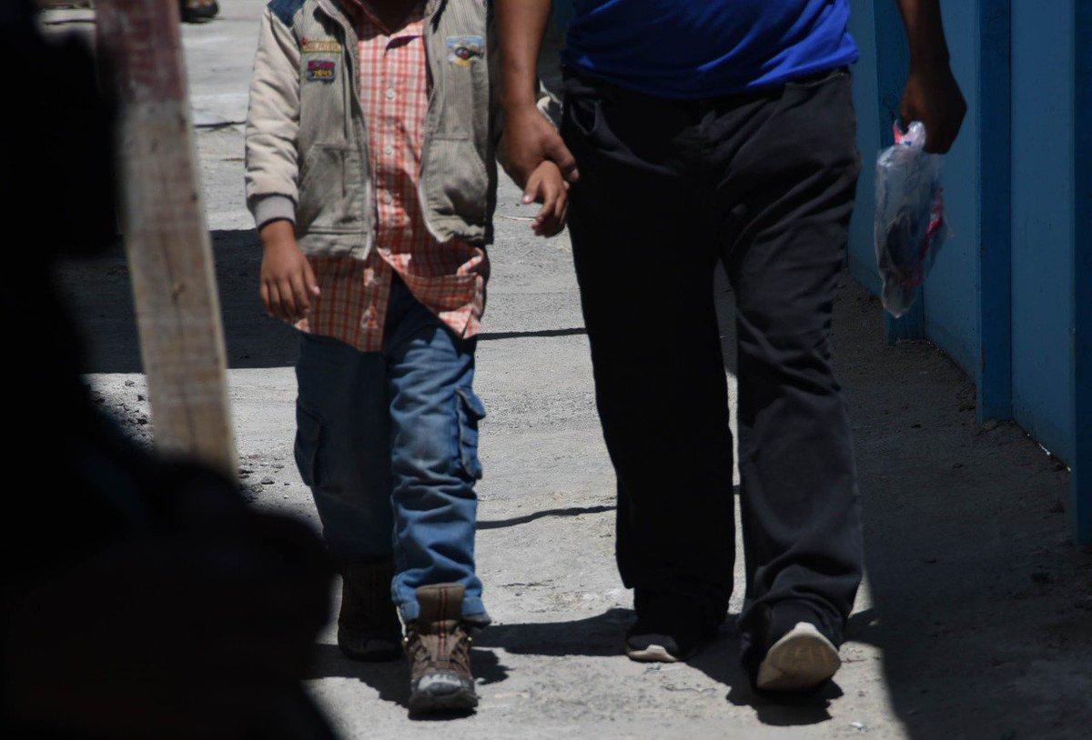 Migración confirma la deportación de 34 unidades familiares de Estados Unidos hacia Guatemala. En total son 111 personas que son recibidas por la @SosepGob. Foto: @ACruz_elP / archivo