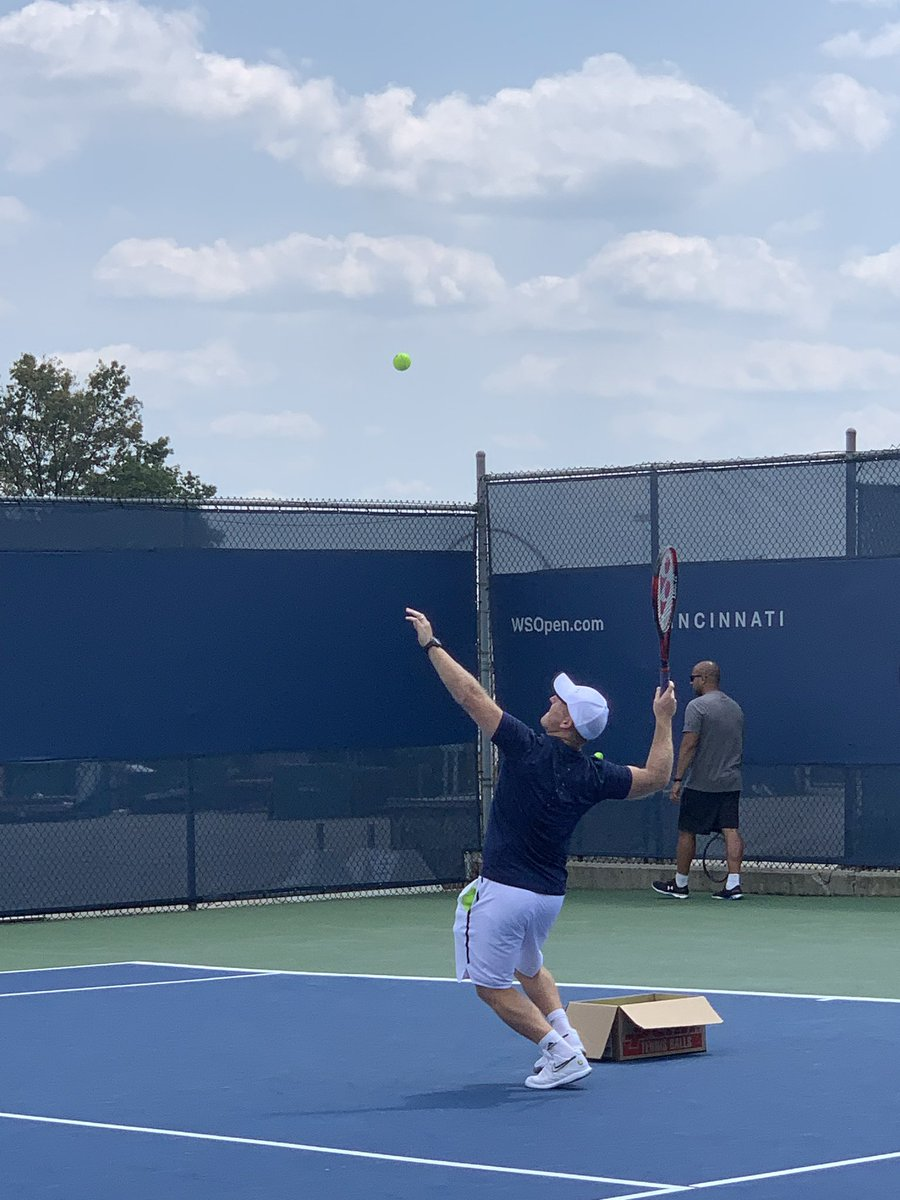 I teased @MattLittleSandC on his serving to Andy.   He didn't do too badly. Happy belated birthday Treacle! #AndyMurray #CincyTennis<br>http://pic.twitter.com/cP8KkJlQDk