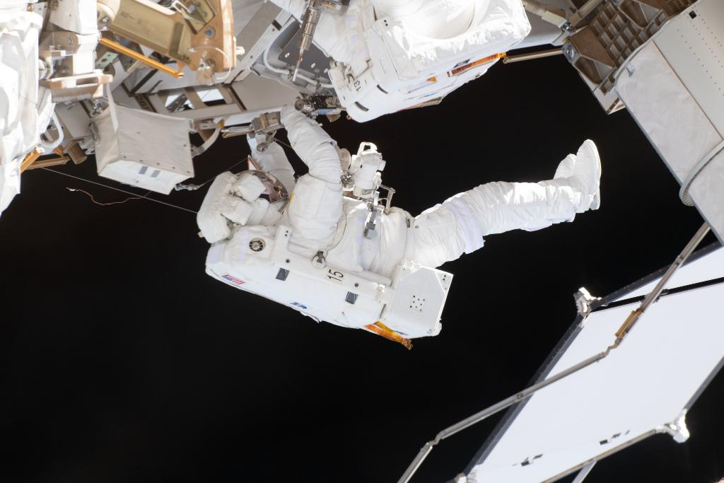 LIVE NOW: As @AstroHague and @AstroDrewMorgan prepare for a six-and-a-half-hour spacewalk, listen to our experts provide a preview of the work that will be done outside of the @Space_Station: nasa.gov/live. Ask questions using #AskNASA