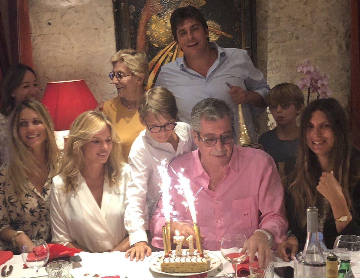 Family, season 4... Papou's birthday 71 (finally, dear EDM ) !<br>http://pic.twitter.com/mLqRdDybSA