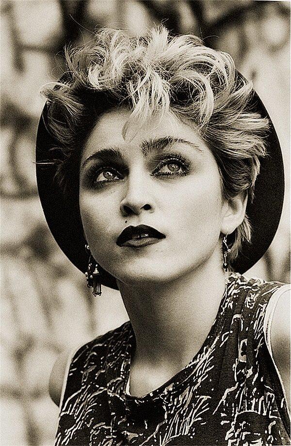 Feliz cumpleaños a la que inventó a todas sus favs. #Madonna 👑