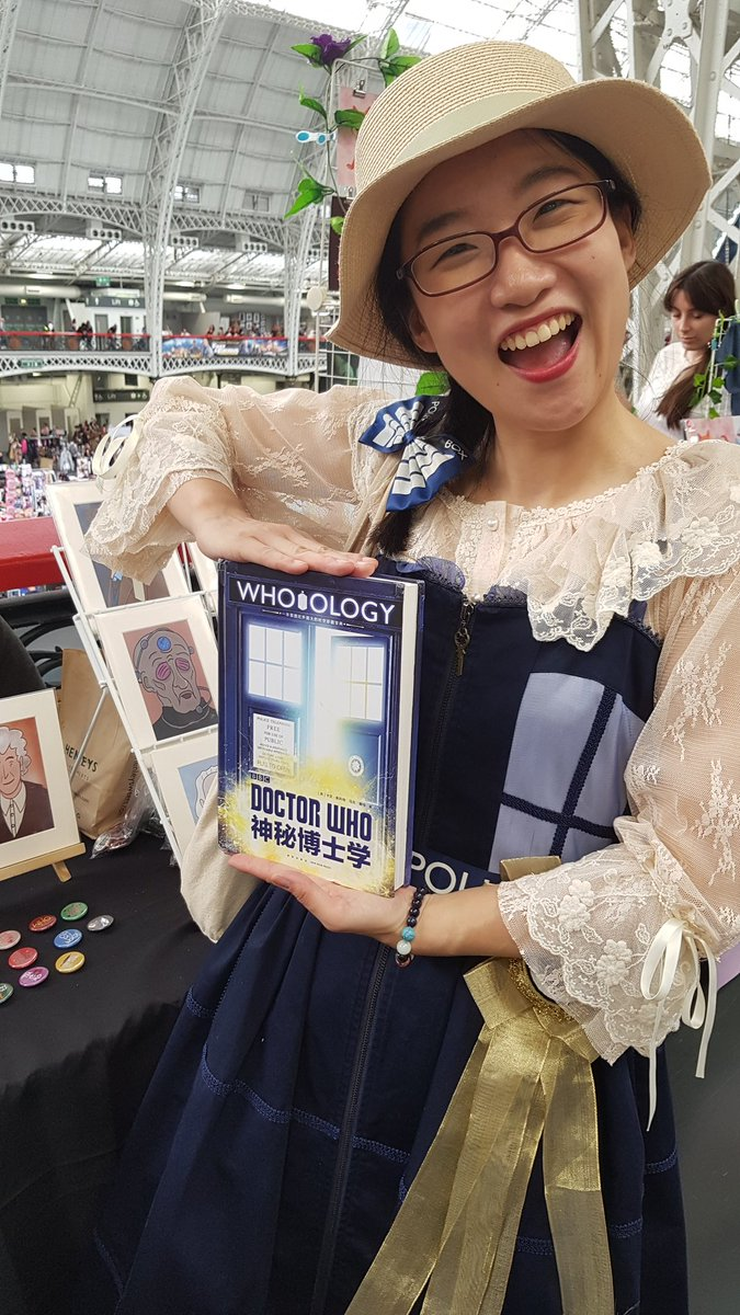Ever wondered what a copy of #WhoOlogy looks like in Chinese? Wonder no more!  A friendly visitor to @sophilestweets stand at #lfcc has helped translate the book for the Chinese market.   #DoctorWho<br>http://pic.twitter.com/768TXcG56q