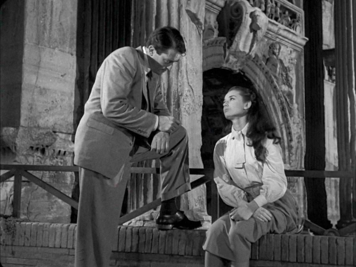 #VacanzeRomane Ann e Joe Bradley si incontrano per la prima volta davanti all'Arco di Settimio Severo. Galeotto fu... il #ParcoColosseo! 😜