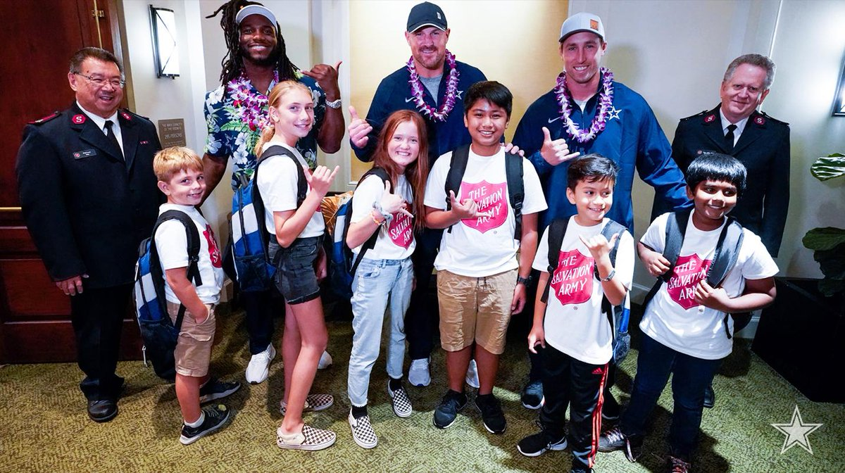 Upon arriving in Hawaii, #DallasCowboys players helped get Hawaiian youth ready for school! #CowboysHuddleFor100 📰 bit.ly/2KFnr0i