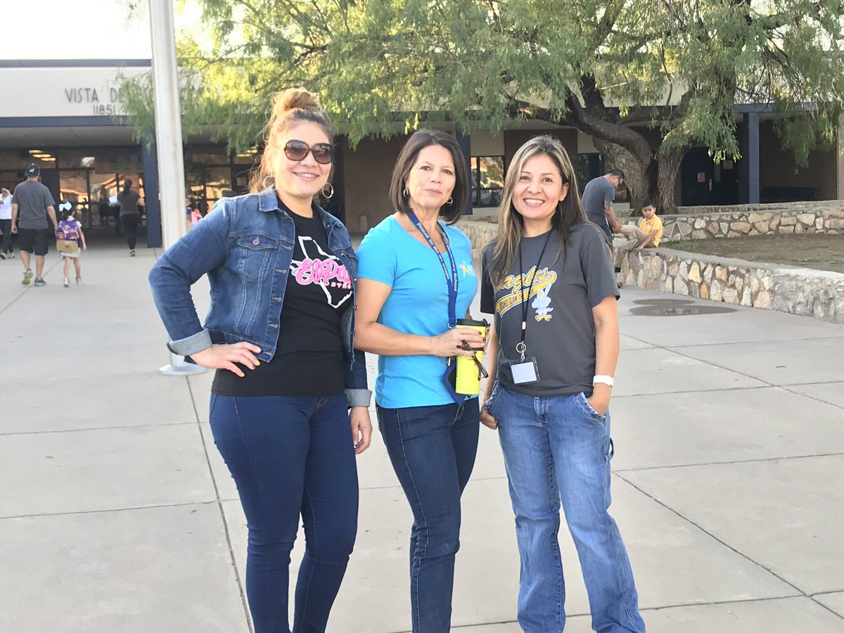 Our greeters this #FriYAY  morning ensured all VDS Eagles  began our day on a positive note  Thank you  Teachers and Patrols <br>http://pic.twitter.com/TwBoDBCEUX