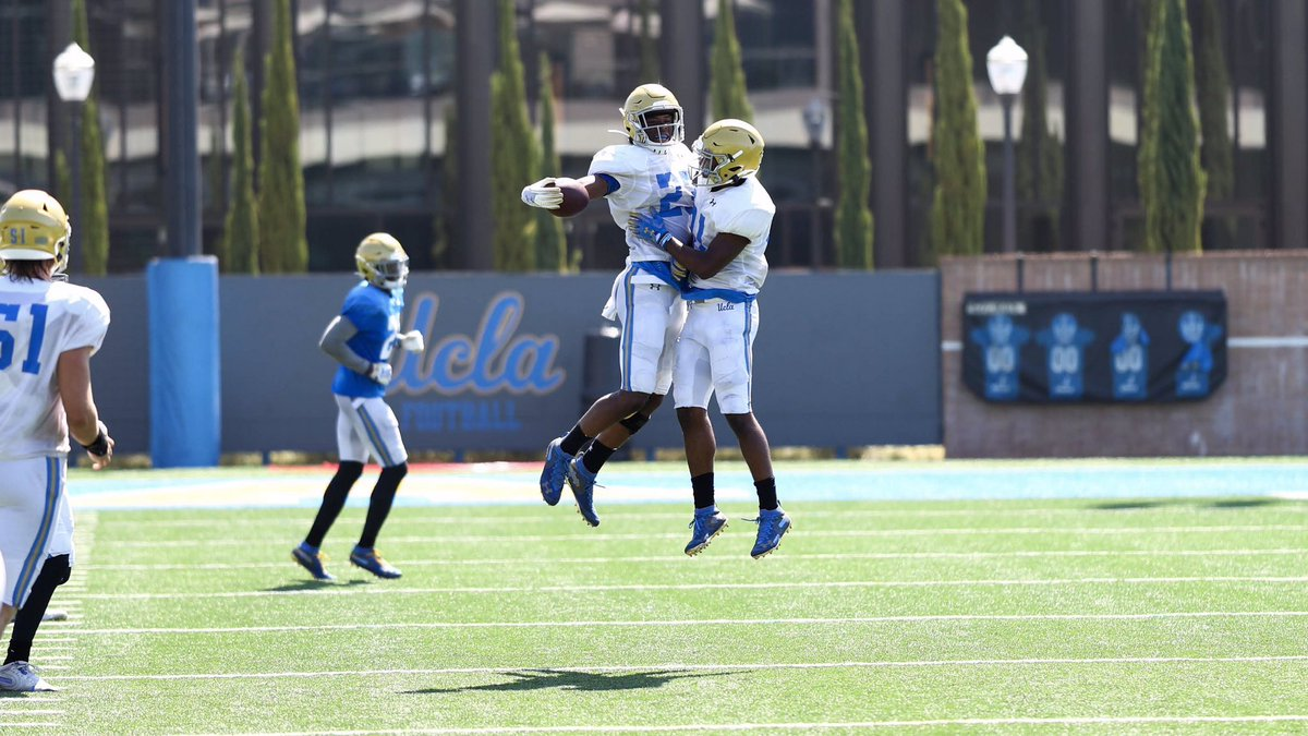 Keeping the energy 🔋 high!  #GoBruins | #FridayFeeling – at Wasserman Football Center